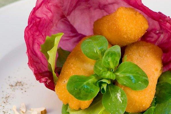 Crochete din cartofi cu migdale